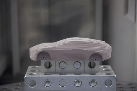 Schnell und sauber: Die computergesteuerten Fräswerkzeuge erstellen komplexeste Formen in bester Qualität und höchster Präzision. Foto Opel AG