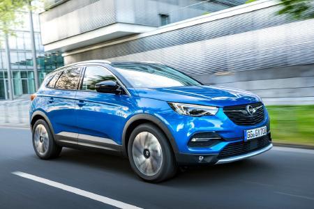 Attraktiver Angreifer: Der neue Opel Grandland X will mit athletischen Linien, coolem Offroad-Look, Top-Technologien und typischen SUV-Qualitäten begeistern