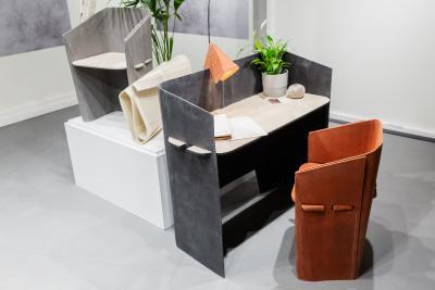 Preisträger Leon Schmutzler (Universität der Künste Berlin, Studiengang Architektur) entwarf faltbare Möbel aus verfestigtem Filz.
