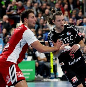 HC Erlangen - Johannes Sellin (rechts) schon wieder verletzt (Foto: HJKrieg, hl-studios, Erlangen)