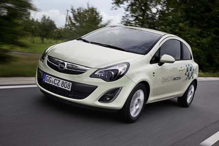 Opel auf der IAA: Im Zeichen ständig wechselnder Kraftstoffpreise und steigender ökologischer Anforderungen präsentiert Opel auf der 64. Internationalen Automobil-Ausstellung in Frankfurt am Main (15. bis 25.09) mit seinen LPG-Modellen attraktive Alternativen für kosten- und umweltbewusste Autofahrer. Den Anfang macht der Corsa LPG ecoFLEX, der im Autogasbetrieb 61 kW/83 PS auf die Straße bringt (63 kW/85 PS im Benzinbetrieb) und so als Dreitürer nur 110 Gr, als Fünftürer 115 Gramm CO2 je Kl emi