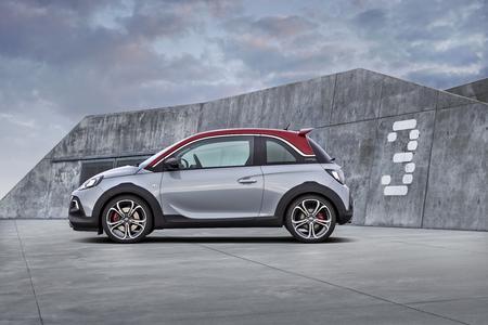 Stylish: Der Opel ADAM ROCKS S kommt mit elf Karosserietönen und fünf dazu kombinierbaren Dachfarben © GM Company