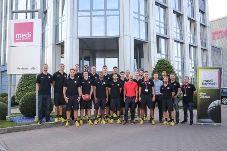 Haupt- und Namenssponsor medi empfängt das Team von medi bayreuth zur offiziellen Einkleidung