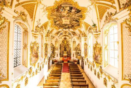 Die Schulkirche gilt als eine der bedeutendsten Rokoko-Kirchen in Deutschland / Michael Sommer