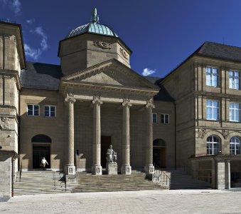 Museum Wiesbaden Fassade / Foto: Bernd Fickert