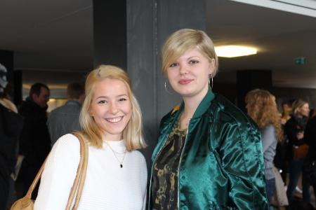 Sonja Troska aus Kiel studiert ab diesem Sommersemester Medieninformatik. Isabel Krause (v.l.) hat sich für den Studiengang Maschinenbau entschieden