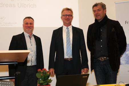 Prof. Dr. Bernd Lehmann, Dekan der Fakultät Agrarwissenschaften und Landschaftsarchitektur (Mitte) begrüßt die neuen Studiendekane Prof. Dr. Andreas Ulbrich (links) und  Prof. Dirk Junker