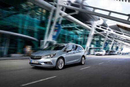 """Genau der Richtige für die Flotte: Der Opel Astra ist bei den Fuhrparkkunden äußerst beliebt und erhält den Award als """"Autoflotte TopPerformer 2017"""" in seinem Segment."""