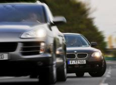 Der Ausweichassistent hilft Autofahrern, wenn es beim Bremsen knapp wird