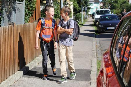 Damit Kinder auf ihrem Weg zum Unterricht sicher ankommen, sollte man ein paar Tipps beachten / Foto: ARCD