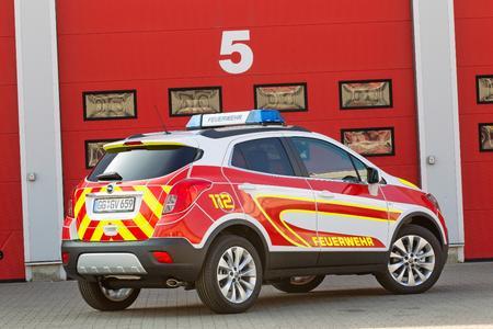 Effizientes Einsatzfahrzeug: Der Opel Mokka als wendiger Vorausrüstwagen für technische Unfallhilfe mit starkem 1,6-Liter-Turbodiesel und Allradantrieb feierte auf der RETTmobil (6. bis 8. Mai) sein Debüt © GM Company