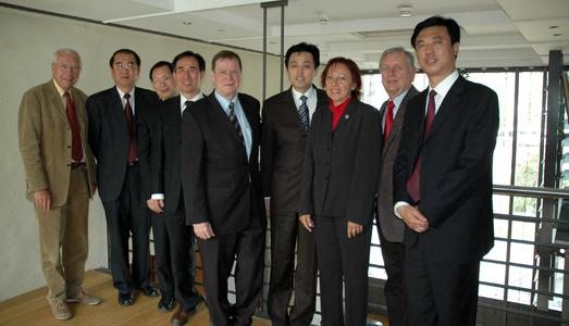 FH-Prof. Dr. K. Wilhelm Blum, G. Chaonian, Z. Liangqing, Bildungsmin. C. Yi, FH-Präs. Prof. Dr. E. Mielenhausen, Vizegouverneur Prof. X.Guangqiang, FH-Vizepräs. Prof. Dr. Marie-Luise Rehn, FH-Vizepräs. Prof. Dr. Peter Seifert, Li Debin