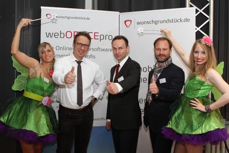 Das wunschgrundstück.de-TEAM gemeinsam mit Redner & Marketingexperte Michael Rosenbauer am Messestand