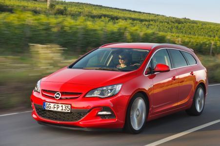 Der schnellste Astra-Diesel aller Zeiten (im Bild der Sports Tourer): Der neue 2.0 BiTurbo CDTI mit 143 kW/195 PS bietet ein bulliges Drehmoment von 400 Nm. Beatmet von zwei gemeinsam arbeitenden Turboladern, verbindet dieser Motor exzellente Performance mit geringem Kraftstoffverbrauch. Opel präsentiert den Astra 2.0 BiTurbo CDTI zum Moskauer Automobilsalon