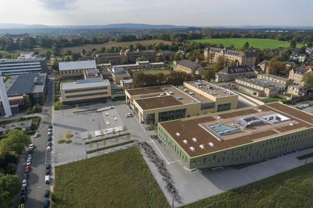Über den Dächern des neuen Hörsaalgebäudes und der Mensa am Campus Westerberg
