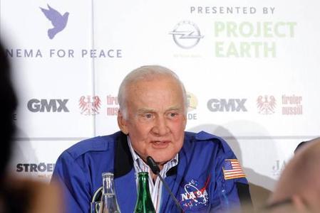 """Unter der Leitung von NASA-Wissenschaftler Dr. Edwin """"Buzz"""" Aldrin startet Opel Expeditionen in vier einzigartige Ökosysteme der Erde"""