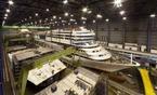 Kreuzfahrtschiff AIDAmar: Schornstein des Clubschiffs eingebaut 1