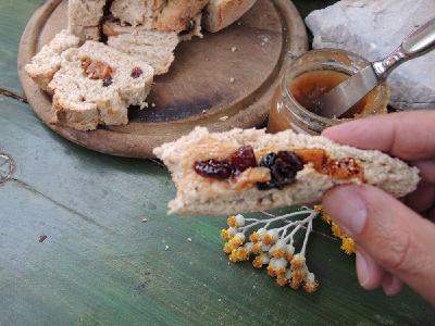 Bereits das im Steinofen gebackene, gefüllte Brot ist eine Gaumenfreude.