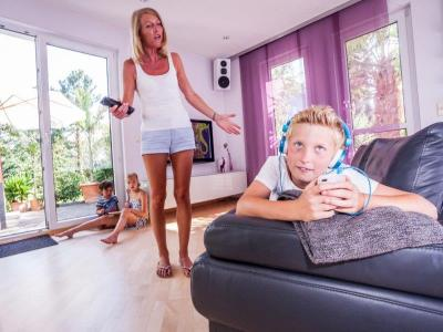Kinder, die Probleme beim Rechnen und in der Mathematik haben, haben meist auch Stress mit den Eltern. Ergotherapeuten befähigen die Kinder und rücken die Eltern-Kind-Beziehung wieder zurecht. © DVE/ Janine Metzger)