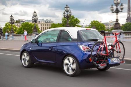 Opel ADAM mit FlexFix: Selbst der freche Individualisierungs-Champion kann bis zu zwei Fahrräder schultern
