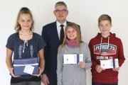 Gewinnerfoto, (v. l.): Sabrina Celine Hahn (Lauterbach-Wernges), Susanne Hamacher (Alsfeld-Heimertshausen) und Jonas Gemmer (Homberg-Schadenbach)