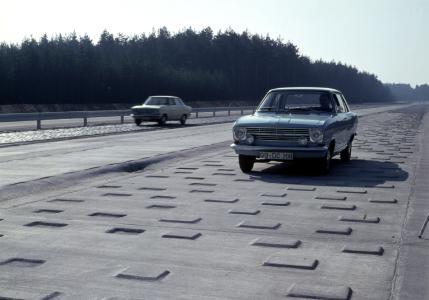 Da klappert nix: Auf der Marterstrecke im Opel Test Center Dudenhofen müssen die Dämpfer seit jeher zeigen, was sie zu leisten vermögen