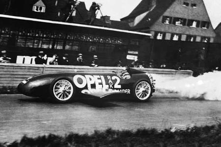 Bei 238 km/h lag die Spitzengeschwindigkeit, die Fritz von Opel am 23. Mai 1928 auf der Berliner AVUS erreichte