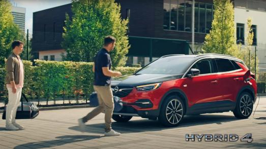 Sporty and Humorous: New TV Commercial for Opel Grandland X Hybrid