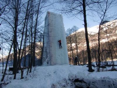 Klettern am Eisbaum in der Leventina