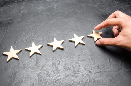Zahnzusatzpolicen im Test: uniVersa von Focus Money ausgezeichnet / Foto: ilixe48/Shotshop/uniVersa