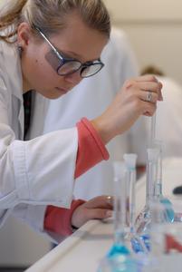 [PDF] Pressemitteilung: Neue Azubis Labor 2