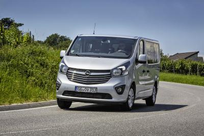 Opel-Jahresrückblick 2017: Flexibler Großraum-Van mit Pkw-Komfort: Mit dem Vivaro Combi+ (Foto), Vivaro Tourer und Vivaro Life fuhren 2017 gleich drei neue Varianten des beliebten Opel-Modells vor