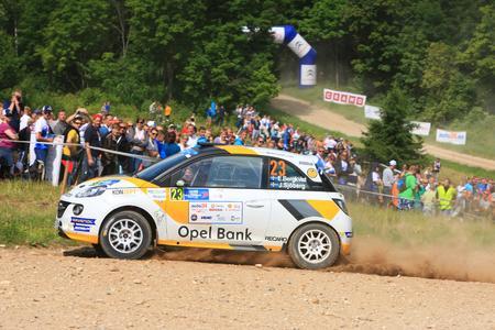 Erfolgsduo: Emil Bergkvist überzeugte erneut im seinem Opel ADAM R2 und konnte in Estland den Gewinn der Junior-Europameisterschaft feiern
