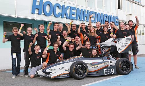 """And the winner is: Das Team Starkstrom der Hochschule Augsburg erhielt den """"Opel Style Award"""" für die cleverste ganzheitliche Design- und Package-Lösung im Teilnehmerfeld © GM Company"""