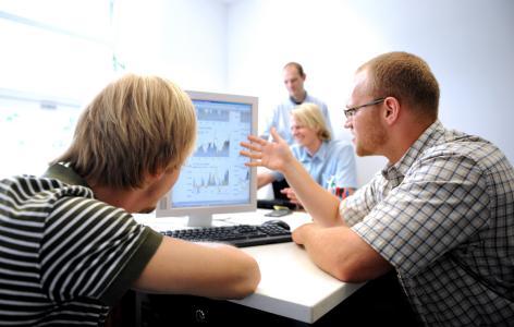 Wie verwandle ich meine Idee in ein marktfähiges Start-up-Unternehmen? Wie kann ich Strategien entwickeln und eine Organisation aufbauen um mein digitales Produkt optimal zu positionieren? Diese Fragen stehen im Zentrum der neuen Studiengänge an der Universität Passau. Foto: obx-news/Universität Passau