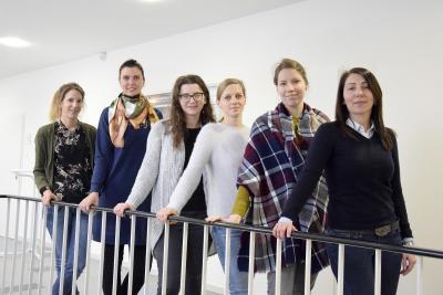 "Sechs der neun Teilnehmerinnen am ""Internationalen Brückenkurs Soziale Arbeit"" an der Hochschule Bremen (Foto: Sascha Peschke, Hochschule Bremen)"