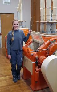 Katharina Härle wurde in der Getreidemühle Josef Härle in Hohentengen zur Müllerin Fachrichtung Verfahrenstechnologie in der Mühlen- und Futtermittelwirtschaft ausgebildet (copyright: Josef Härle)