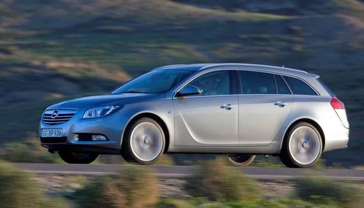 Stark und sparsam: Mit einem Durchschnittsverbrauch von 4,5 Litern/100 km (CO2: 119 g/km) fahren die Dieselversionen des Opel Insignia Sports Tourer in der höchstmöglichen EnergieEffizienzklasse A+