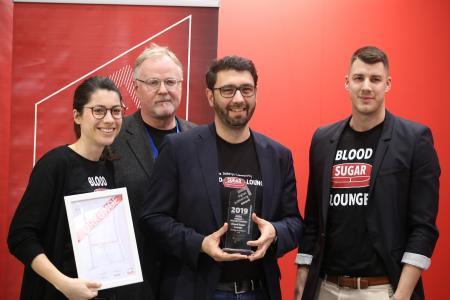 Das Team der Blood Sugar Lounge bei der Verleihung des Digital Publishing Awards in Leipzig: Lena Schmidt, Günter Nuber (Redaktionsleiter des Kirchheim-Verlags), Hanno Schorlemmer, Erik Nielsen (v.l.n.r.)