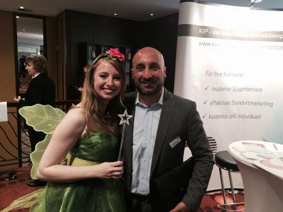 Makler Michele Colina mit der wunschgrundstück-Fee auf dem Immobilientag 2015