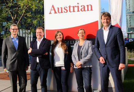 Foto/Austrian Airlines AG (v.l.n.r.): Lennart Schäfer, Maximilian Szesny, Hendrikje Jungandreas, Corinna Conrads, Prof. Dr. Richard Klophaus