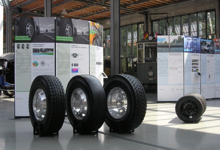 """Die Ausstellung """"Leiser Straßenverkehr"""" wurde im Sommer 2014 erstmals im Verkehrszentrum des Deutschen Museums in München präsentiert (Bild: Guido Rosemann, BASt)"""
