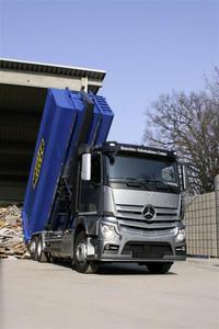 Multifunktionale Fahrzeuge mit innovativen Aufbauten und zukunftsorientierten Antrieben sind auf dem Messestand 321 der Daimler AG in der Halle C4 sowie auf Aktionsflächen im Freigelände zusehen: Actros