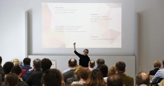 """Jeanine Reutemann, Researcher & Lecturer at the Centre for Innovation von der Leiden University, eröffnete als Keynote-Speakerin die Tagung mit dem Thema """"Eine audivisuelle Sprache: Wissenstransformation durch Bewegtbilder"""" Foto/Christopher Thiele"""
