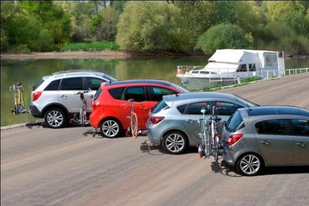Opel bietet für über 130 verschiedene Modellvarianten des Corsa, Astra, Meriva und Antara die perfekte Lösung: Das einzigartige, integrierte Fahrradträger-System FlexFix. Das innovative System ist platzsparend und fast unsichtbar in den hinteren Stoßfänger integriert. Dadurch erübrigen sich der Auf- und Abbau sowie das Problem der Lagerung eines Fahrradträgers.