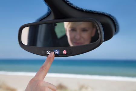 Immer für Sie da: Die Opel OnStar-Berater sind rund um die Uhr erreichbar – ein Knopfdruck genügt