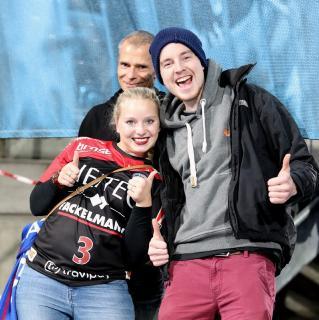 Die Fans des HC Erlangen freuen sich über das 24:23 gegen Leipzig (Foto: HJKrieg, Erlangen)