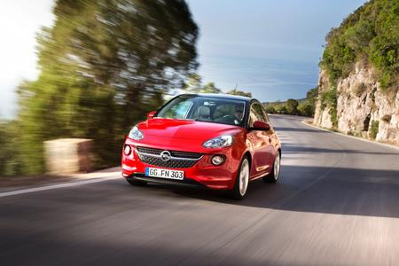 Durchzugsstark und sparsam: Der ADAM fährt als erstes Auto des Opel-Portfolios mit dem neuen 1.0 ECOTEC Direct Injection Turbo vor © GM Company