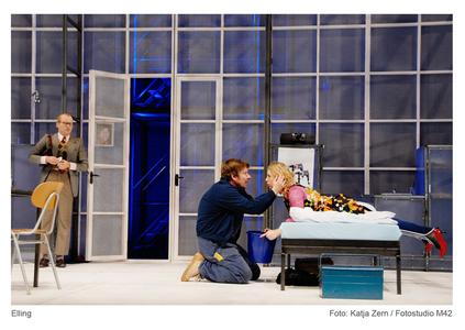 Till Schmidt (Elling); Kai Windhövel (Kjell Bjarne); Katharina Voss (hier als Reidun) (Fotos: Fotostudio m42 / Katja Zern)