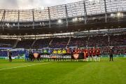 Vor Anpfiff des Heimspiels gegen Hertha BSC setzten die 96-Spieler ein plakatives Zeichen gegen Mobbing
